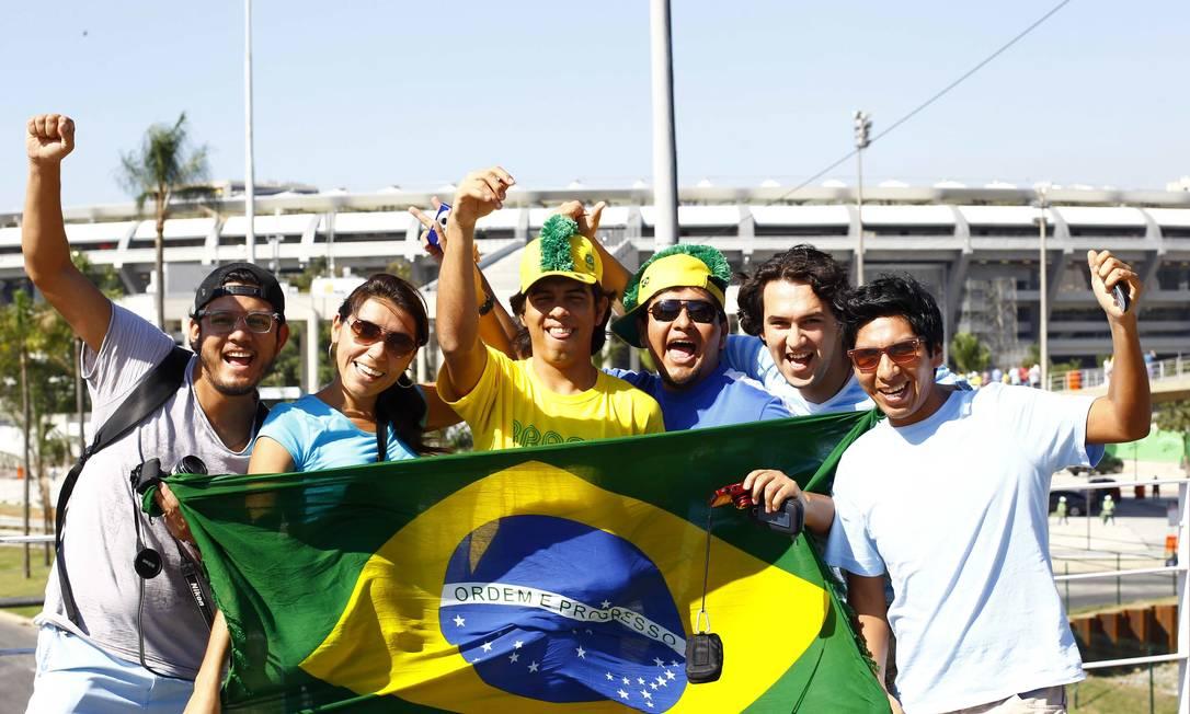 Grupo chega cedo para torcer pelo Brasil Foto: Pablo Jacob / Agência O Globo