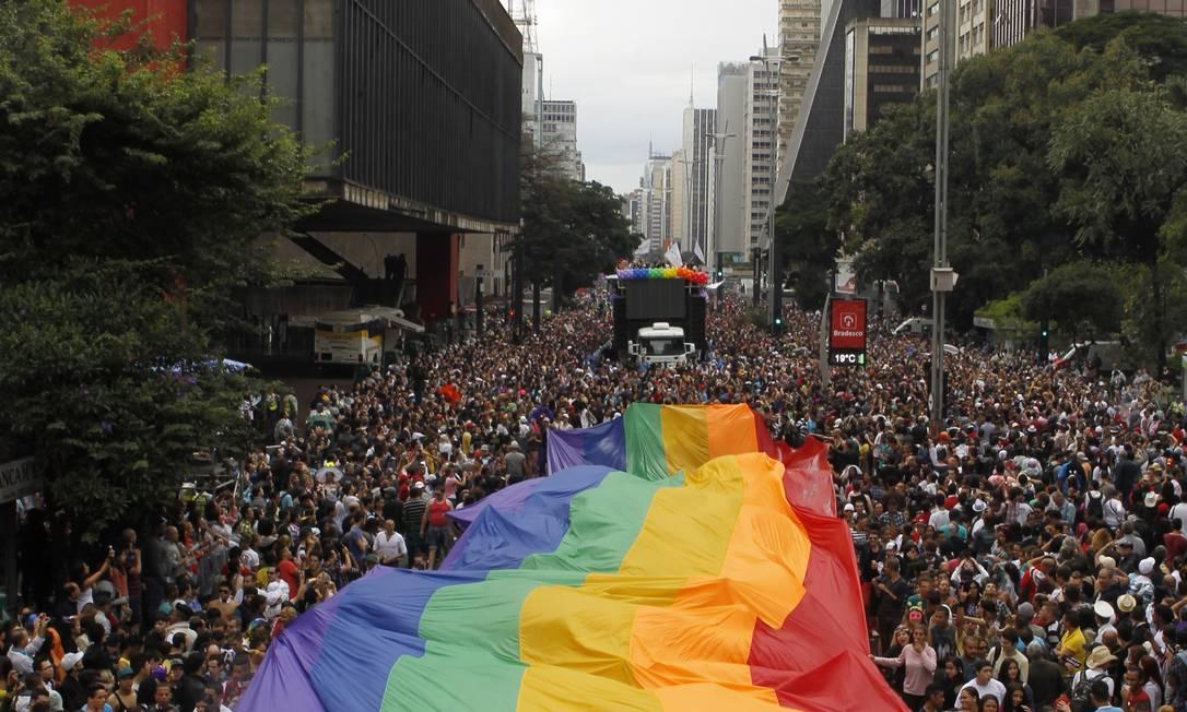 Parada Gay em São Paulo lota a Avenida Paulista Foto: Michel Filho / Agência O Globo
