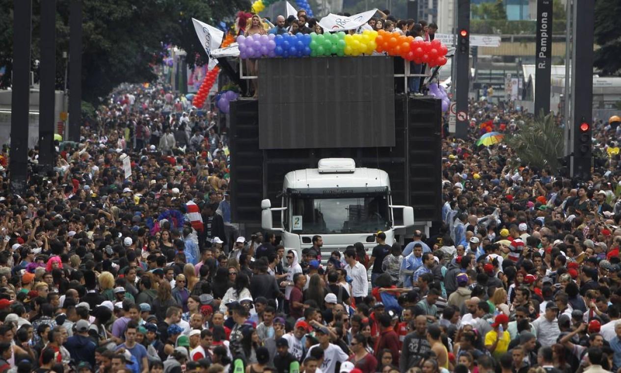 Parada contou com 17 trios elétricos nas ruas de São Paulo Foto: Michel Filho / Agência O Globo