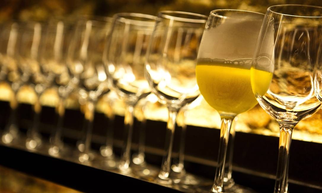 Consumo de até três cervejas por dia para homens e duas para mulheres geram benefícios ao coração, segundo estudo espanhol Foto: Agência O Globo