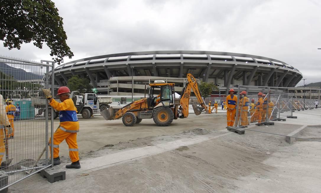 Após reabertura, obras no entorno do Maracanã continuam Foto: Marcelo Carnaval / Agência O Globo