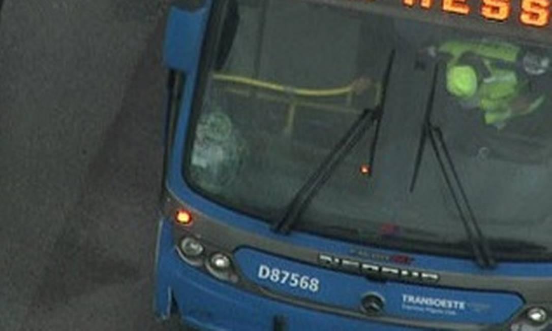 Acidente na manhã desta segunda ocorreu na estação Pedra de Itaúna Foto: TV Globo / Reprodução