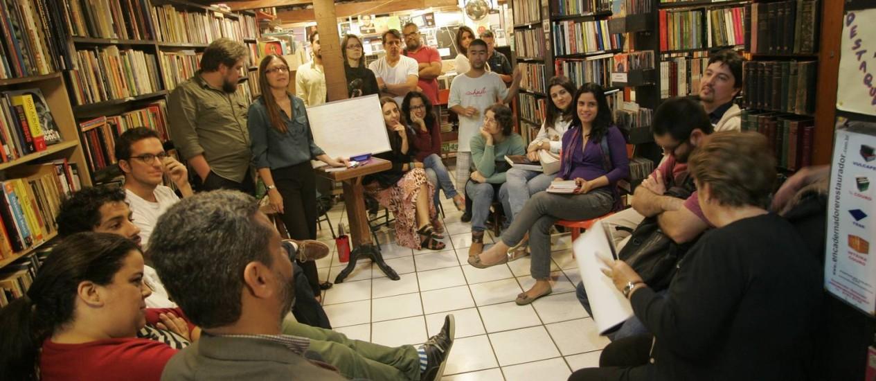 Os integrantes do clube se reúnem quinzenalmente, às terças-feiras Foto: Agência O Globo / Pedro Teixeira