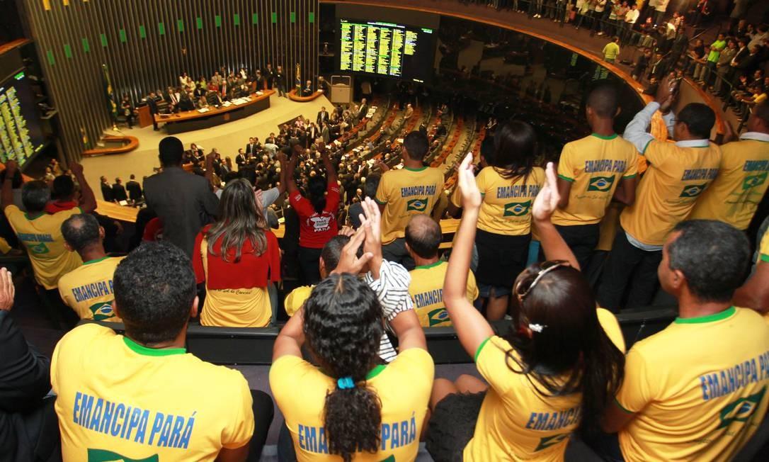 Sessão da Câmara dos Deputados durante discussão e votação do Projeto de Lei [ PLP] 416/08, que estabelece regras para a criação, a fusão e o desmembramento de Municipios Foto: Ailton de Freitas / O Globo