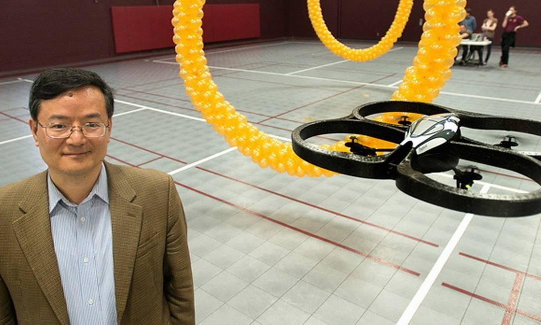 O quadricóptero e parte do circuito de obstáculos: controle preciso apenas com a força do pensamento Foto: Terceiro / Divulgação/Universidade de Minesota