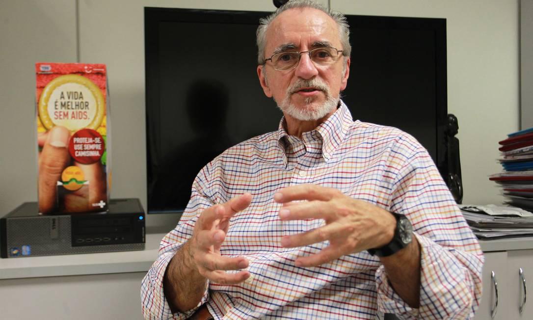 Ex-diretor do Departamento de DSTs, Aids e Hepatites Virais do Ministério da Saúde Dirceu Greco diz que senso comum é cada vez mais conservador Foto: Ailton de Freitas / Agência O Globo