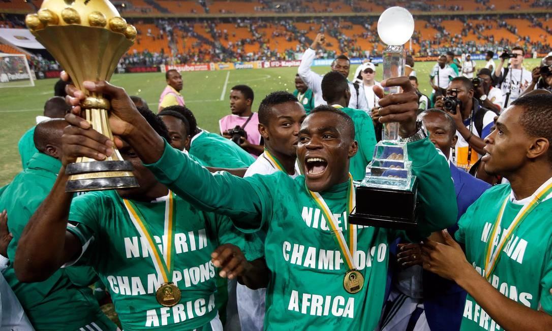 d178c5996f526 Jogadores nigerianos comemoram o título da Copa das Nações Africanas. Ideia  é dar experiência aos
