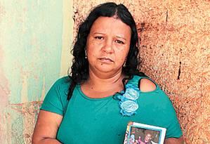 Elimar. Quase um ano para conseguir enterrar o marido Foto: Givaldo Barbosa / Givaldo Barbosa