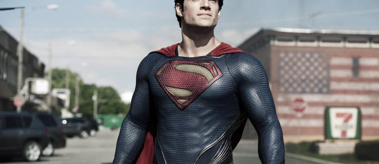 O Super-Homem vivido por Cavill, com azul mais escuro e sem a cueca vermelha sobre a calça: a partir de 12 de julho no Brasil Foto: Divulgação
