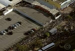 Filas enormes se formaram na Estação Arariboia Foto: Reprodução / TV Globo