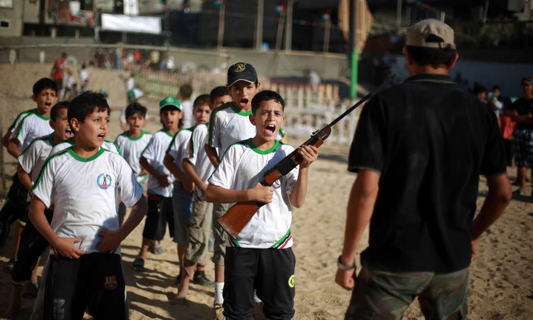 O acampamento do Hamas começou a ganhar espaço depois que a colônia de férias oferecida pela ONU acabou na região. Os custos chegavam a US$ 12 milhões Foto: MOHAMMED ABED / AFP