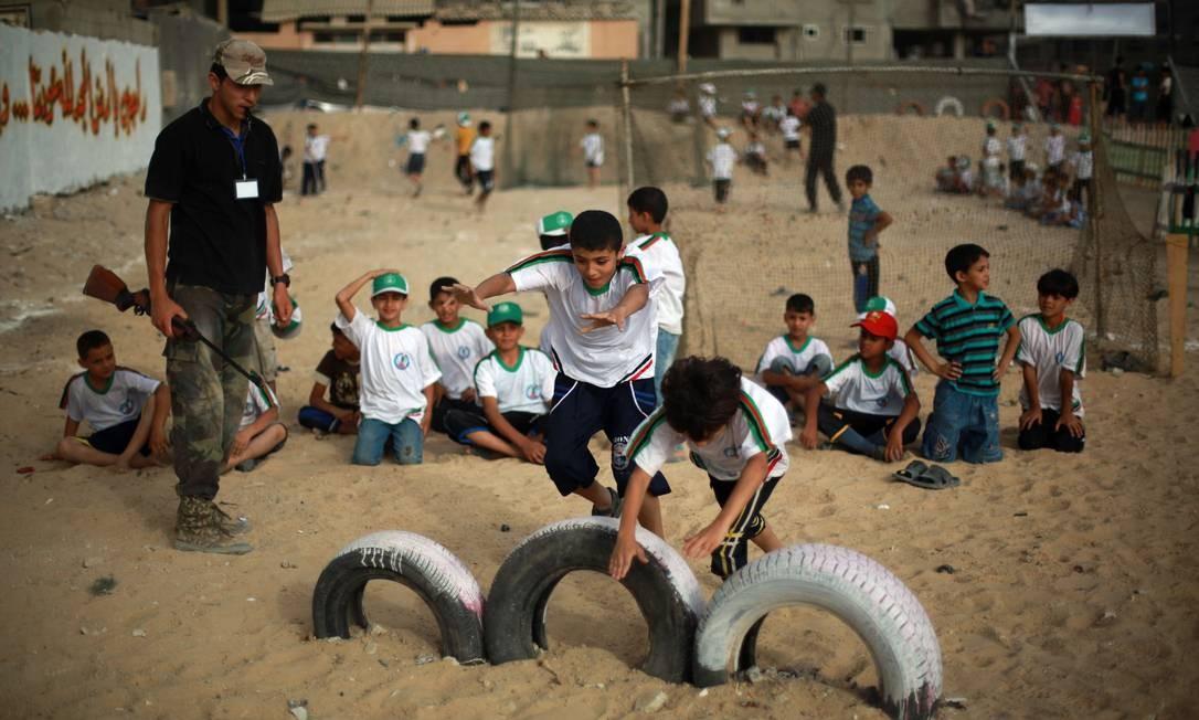 O Hamas domina o cenário político e cultural de Gaza desde 2007. O grupo tem tentado durante anos injetar uma versão rígida do Islã, que prevê medidas tais como separar os sexos e restringir as liberdades das mulheres Foto: MOHAMMED ABED / AFP