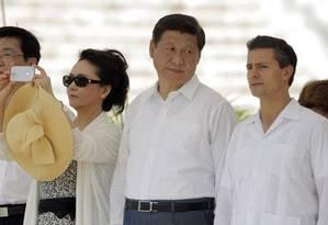 Deslize fotográfico de Peng, tendo à sua esquerda o marido e o presidente mexicano Foto: Reuters
