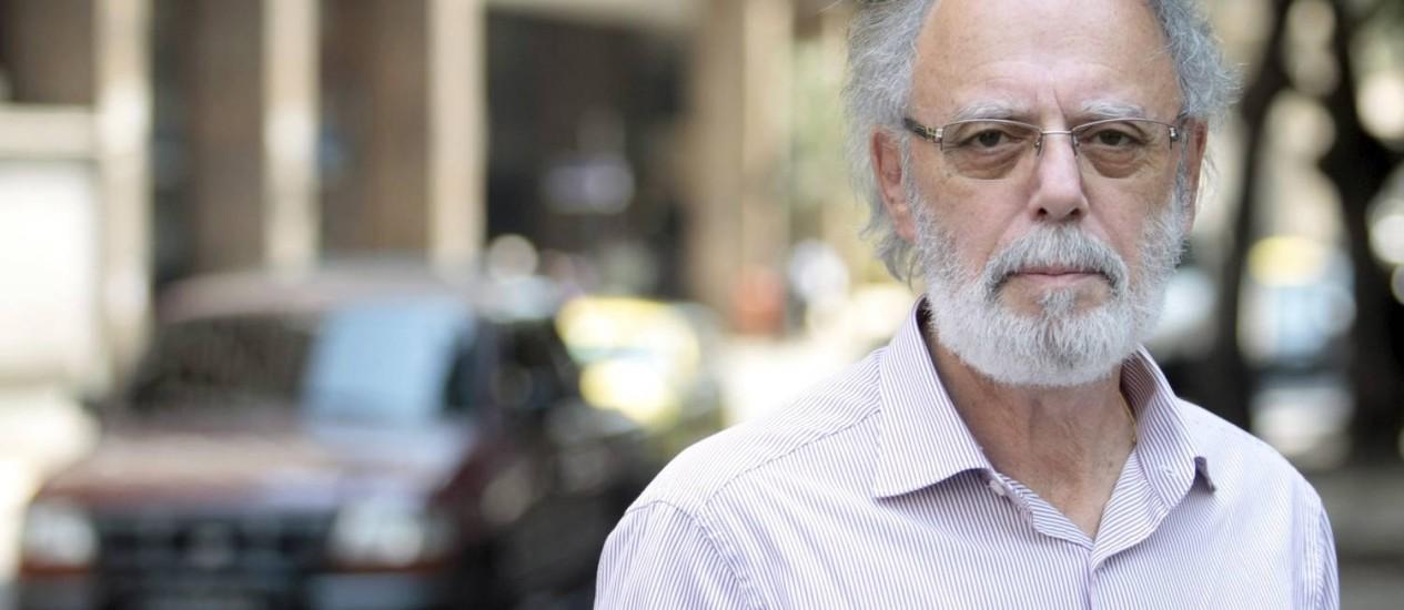 Fernando Diniz, pai de Fabricio Diniz, que morreu em acidente de trânsito na Avenida das Américas, em 2003 - Foto: Pedro Kirilos / Agência O Globo