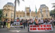 Manifestação de professores em frente ao Palácio Guanabara, em Laranjeiras