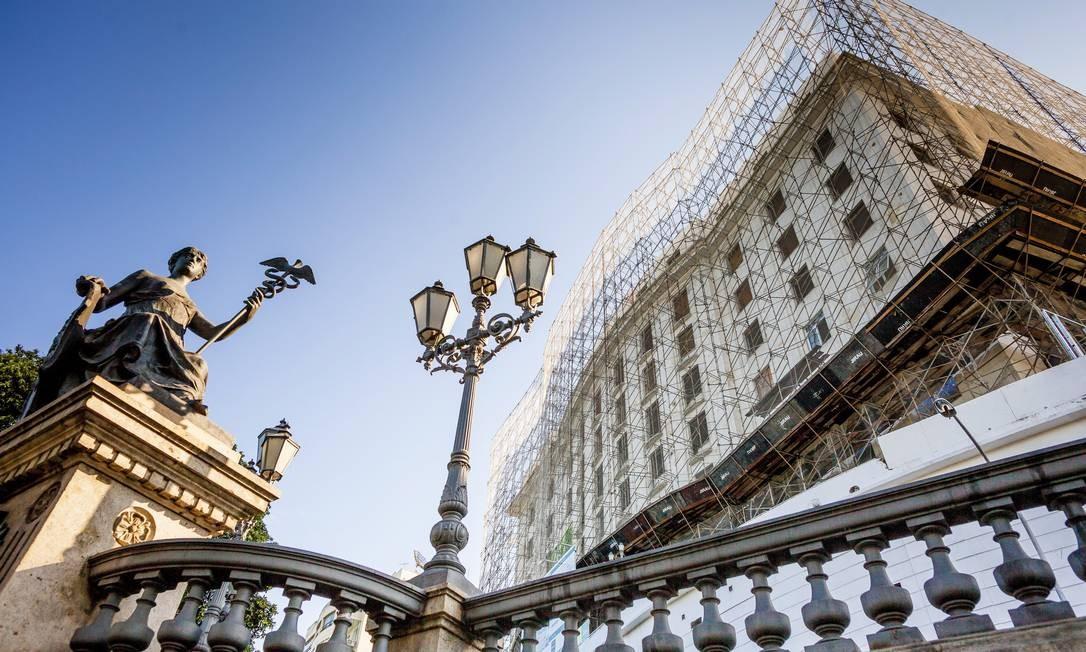 Crise de confiança nos negócios do empresário Eike Batista o faz colocar mais um ativo à venda: o tradicional hotel Glória, na Zona Sul do Rio de Janeiro Foto: Gustavo Pellizzon / Agência O Globo