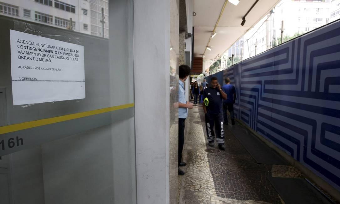 Vazamento de gas afetou o funcionamento de agência bancária Foto: Marcos Tristão / Agência O Globo