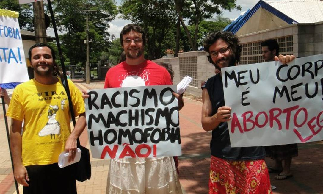 O estudante da Unicamp, André de Oliveira (camiseta amarela) e amigos em uma das mobilizações feitas no ano passado Foto: Reprodução de internet / Facebook