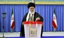 Aiatolá Ali Khamenei manda os EUA ao inferno após votar nas eleições presidenciais do Irã Foto: Uncredited / AP