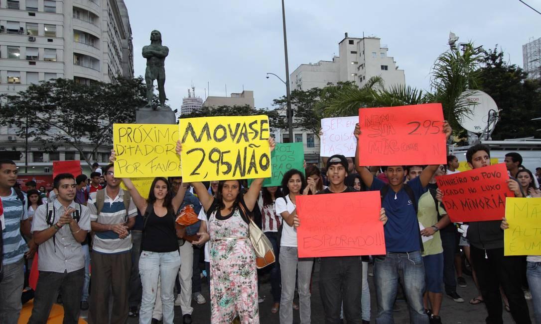 CI Rio de Janeiro 14/06/2013 Manifestação contra aumento de passagens em Niteroi.Foto Paulo Nicolella/Jornal Extra/Agência O Globo Foto: Paulo Nicolella / Agência O Globo