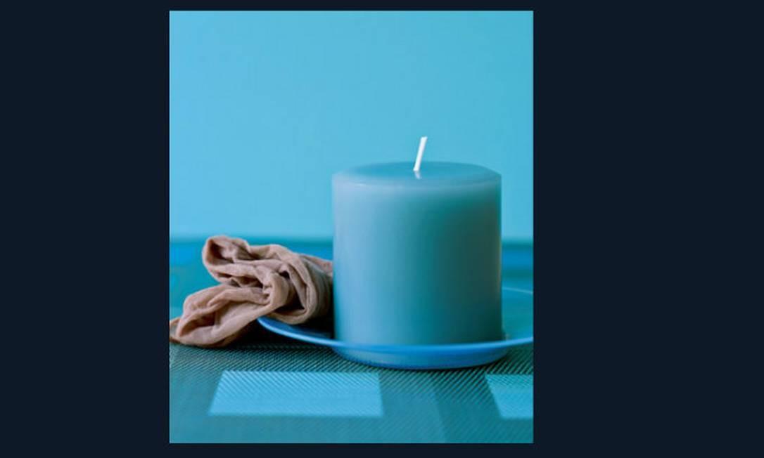 Para limpar velas empoeiradas, use meia-calça Foto: Reprodução da internet