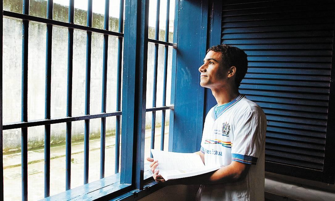 Nova chance. Henryson Ribeiro sairá do presídio de Igarassu, em Recife, para a faculdade Foto: Hans von Manteuffel