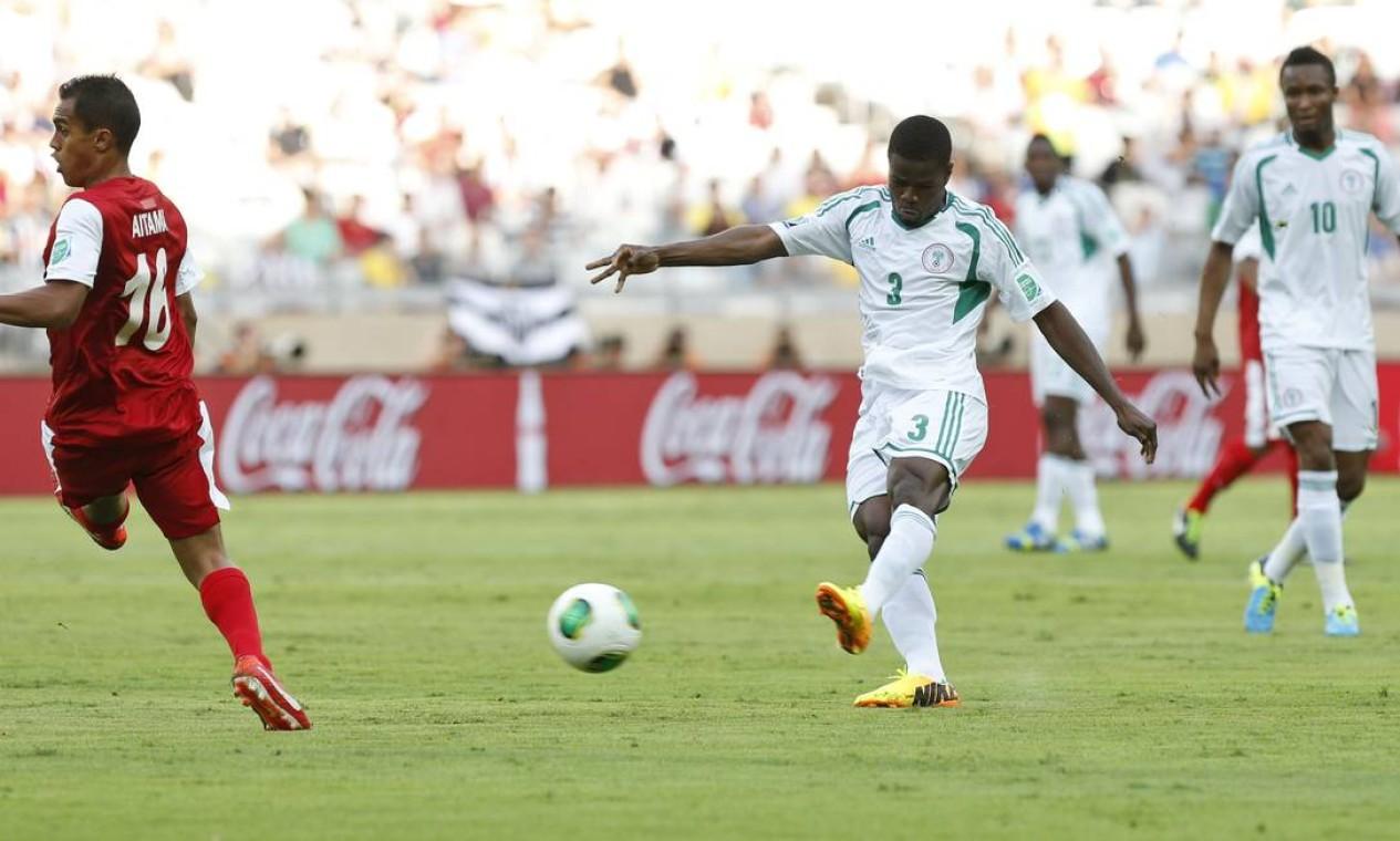 Aos 4 minutos do primeiro tempo, Echiejile chutou de fora da área e abriu o placar para a Nigéria Foto: Bruno Magalhaes / AP