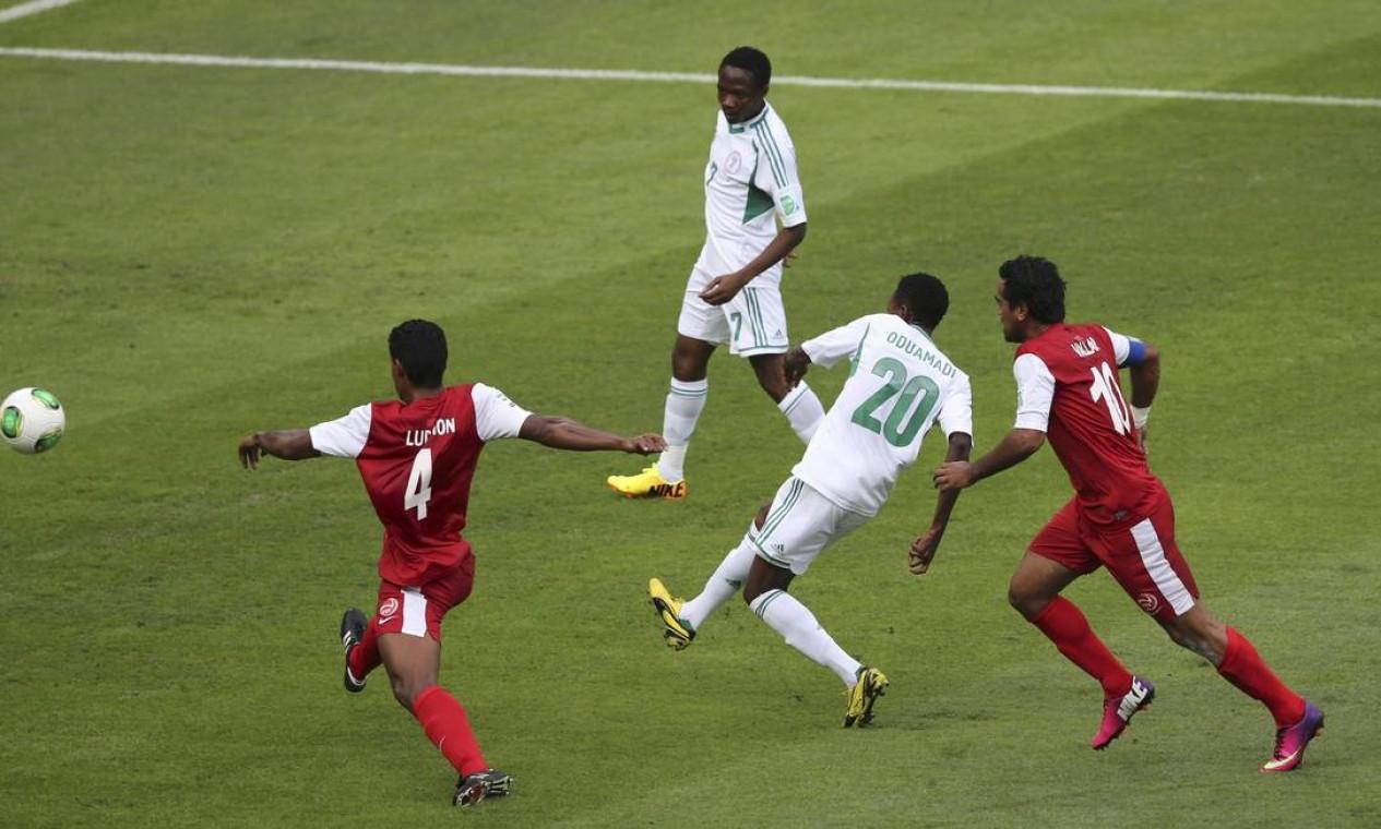 Aos 9 minutos, Oduamadi amplicou o placar para a seleção nigeriana Foto: PAULO WHITAKER / REUTERS