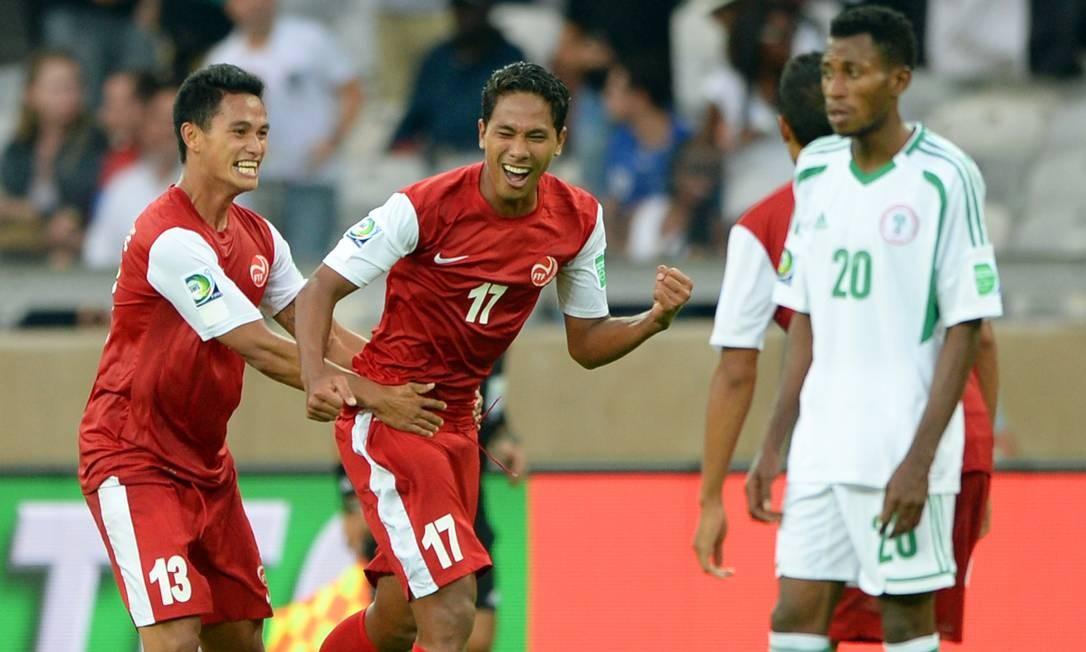 Jogadores do Taiti comemoram o primeiro gol na Copa das Confederações Foto: EITAN ABRAMOVICH / AFP