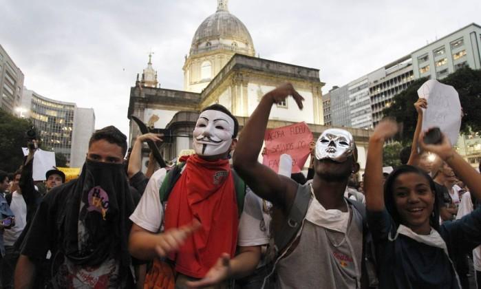 Manifestantes saem da Candelária em direção à Avenida Rio Branco Agência O Globo