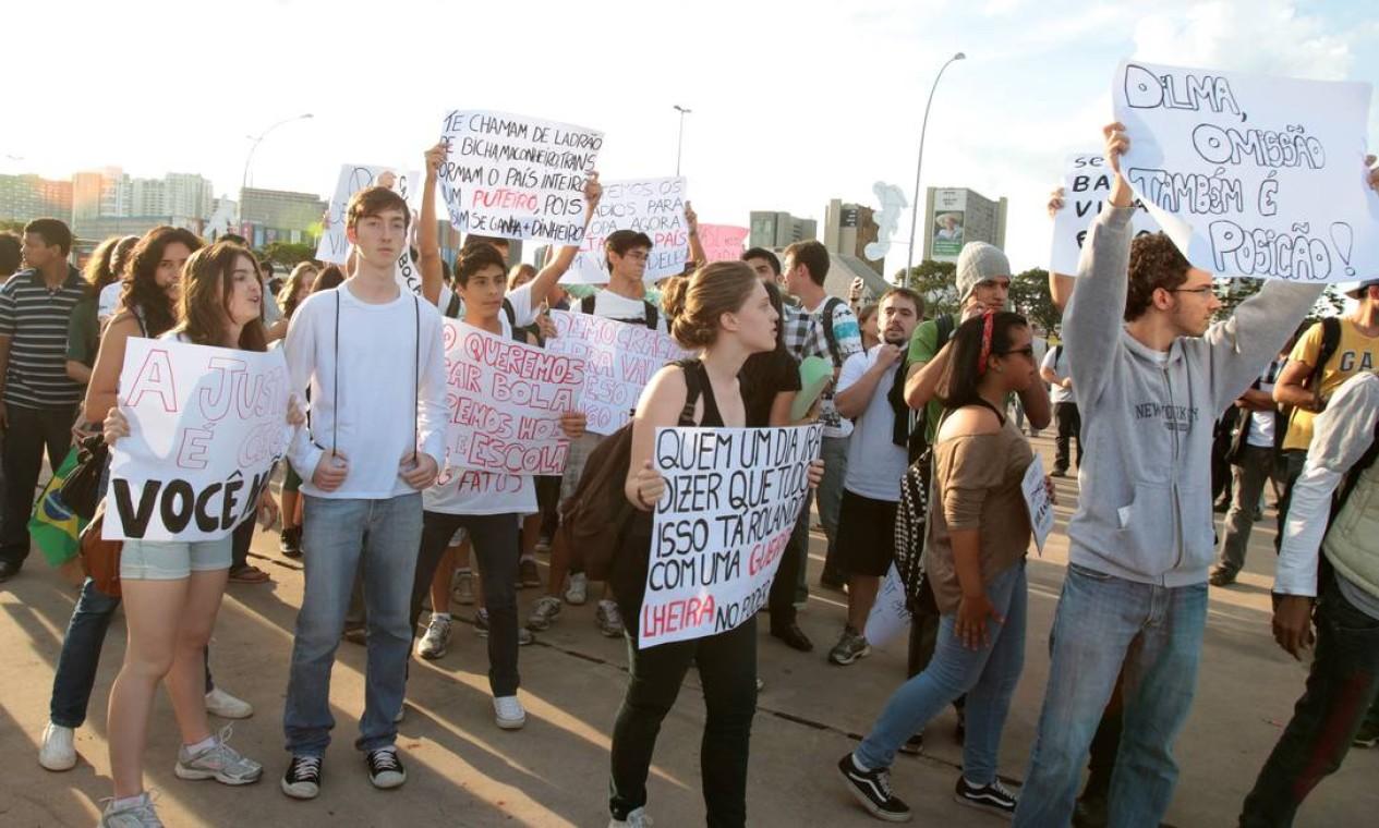 Estudantes fazem manifestação em Brasília Foto: Givaldo Barbosa / Agência O Globo