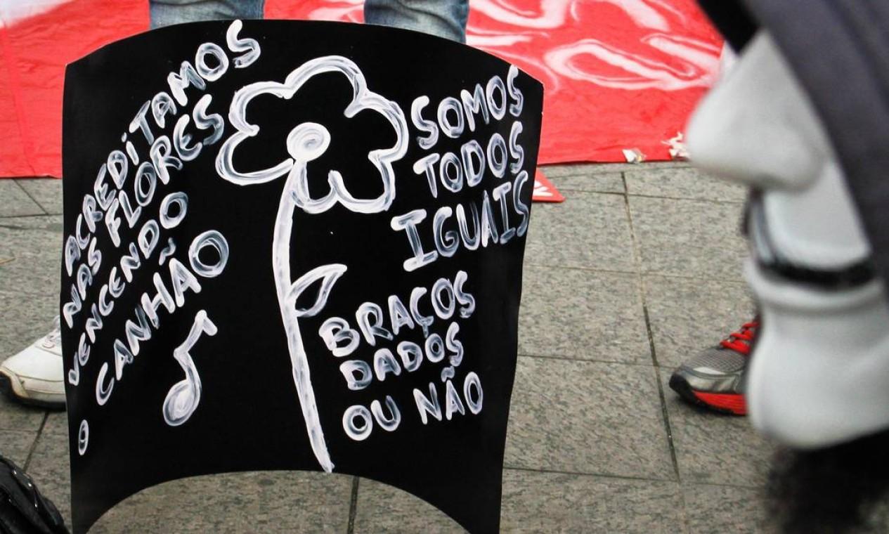 Em São Paulo, o protesto também tem cartazes Foto: Ale Vianna / Brazil Photo Press