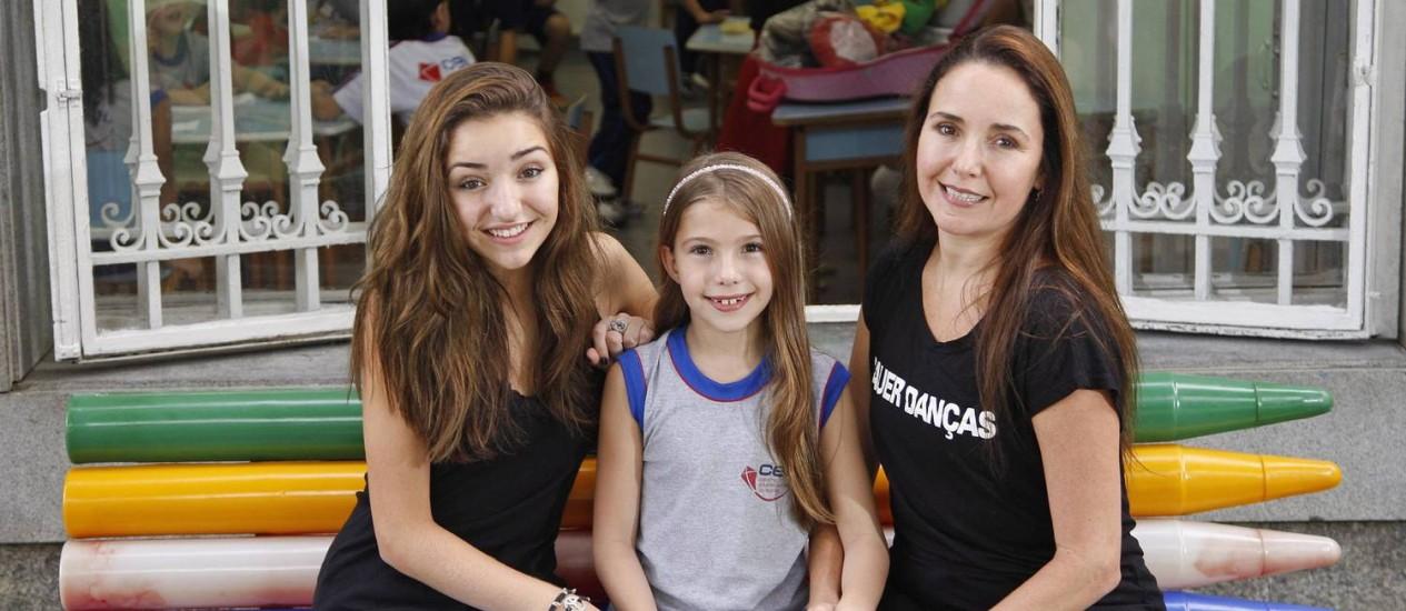 Patrícia Sauer apostou no horário integral para educar a filha mais velha, Lis, de 13 anos, e Sophia, de 8 Foto: Márcio Alves