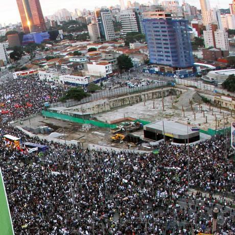 Manifestantes contra aumento das tarifas de ônibus chega no Largo da Batata com a Faria Lima Foto: Frame / Marcelo D´Sants