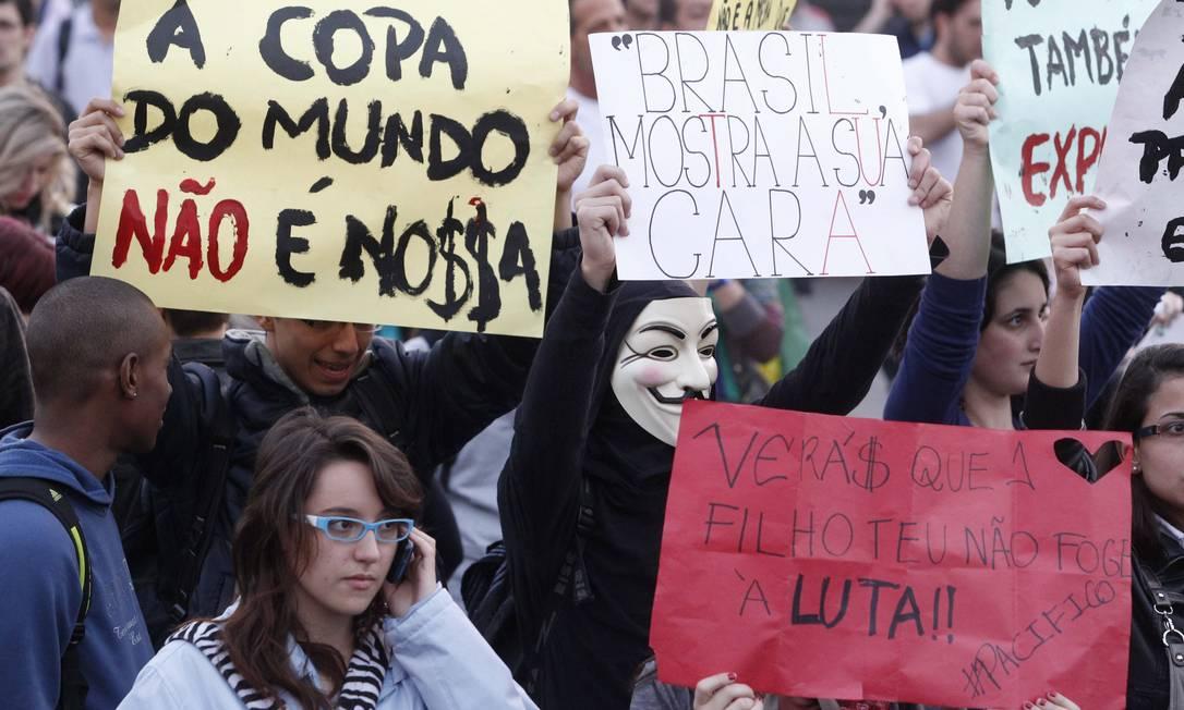 Manifestação de jovens em Brasília contra aumento de passagens, aato custo da Copa e por saúde e educação ELIARIA ANDRADE / Agência O Globo