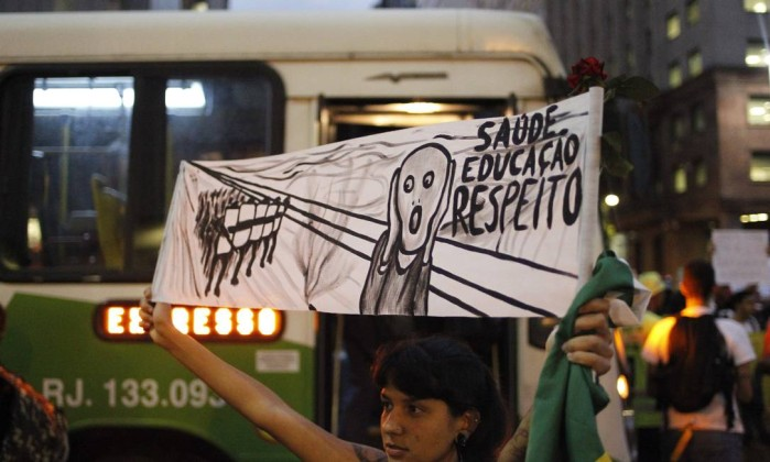 Manifestação contra o preço das passagens de ônibus no Rio Pedro Kirilos / Agência O Globo