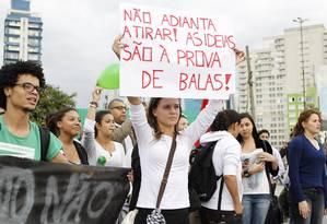 Protesto em São Paulo contra o preço das tarifas de transportes públicos Foto: Michel Filho / Agência O Globo 18/06/2013