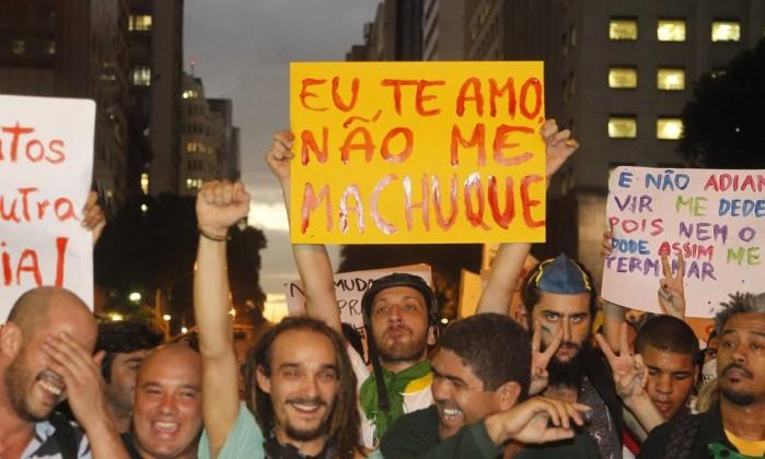 Humor contra a violência policial na manifestação do Rio Marcelo Carnaval / Agência O Globo