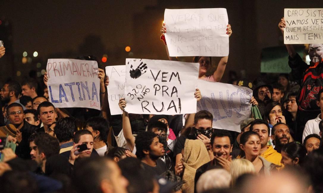 Nas ruas. Manifestação contra o aumento da passagem de ônibus, em São Paulo Foto: Eliária Andrade