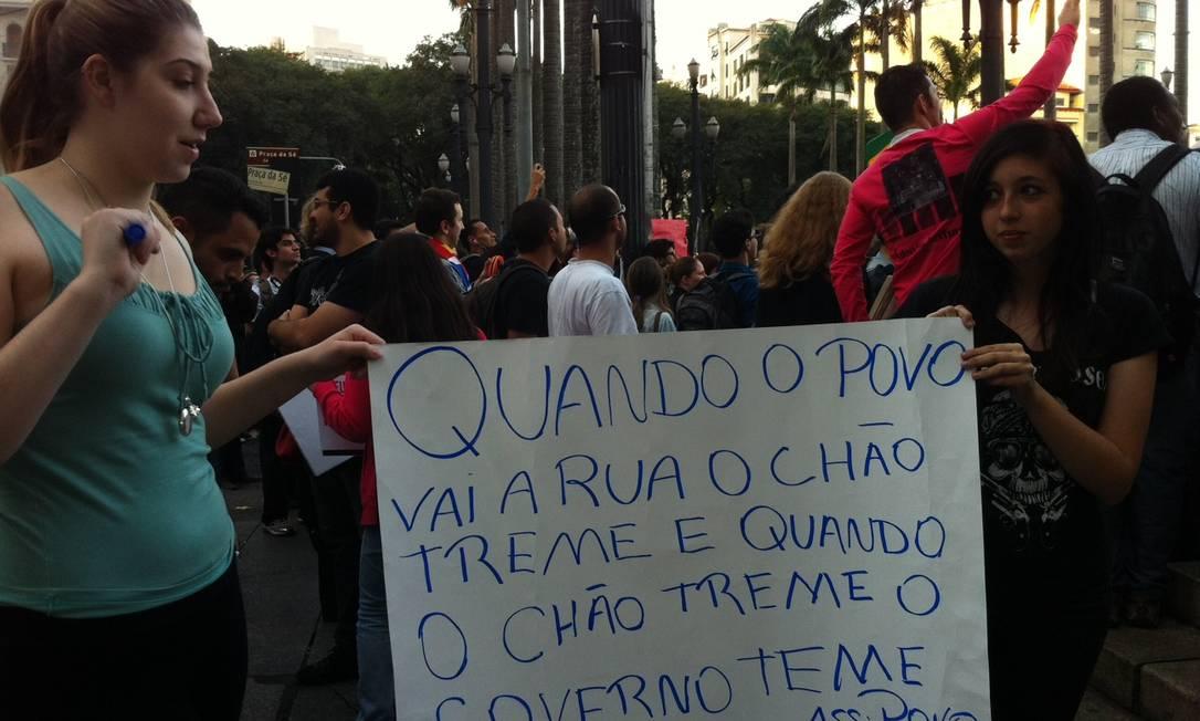 Cartaz de manifestação em São Paulo Foto: Roberta Scrivano