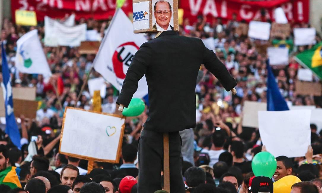 O governador Geraldo Alckmin também foi hostilizado no protesto Miguel Schincariol / AFP