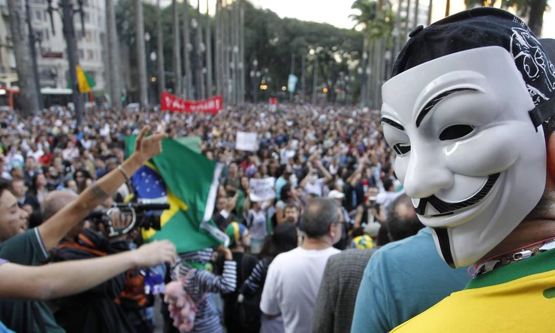 Alguns participantes também recorreram às máscaras durante o protesto na capital paulista Eliária Andrade / Agência O Globo