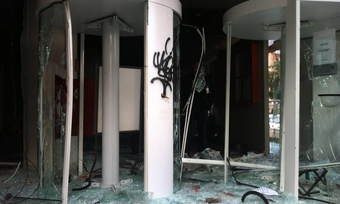 Agência do Itaú, no centro de SP, foi alvo de ataque Foto: Eliaria Andrade / Ag. O Globo