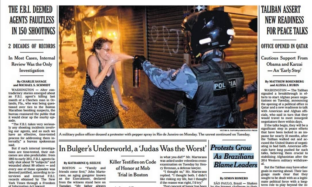 """A capa desta quarta-feira do """"New York Times"""", com foto da agência Associated Press (AP), em destaque Foto: Reprodução de internet"""