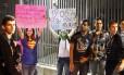 Integrantes do Movimento Passe Livre em protesto no centro de São Paulo na terça-feira