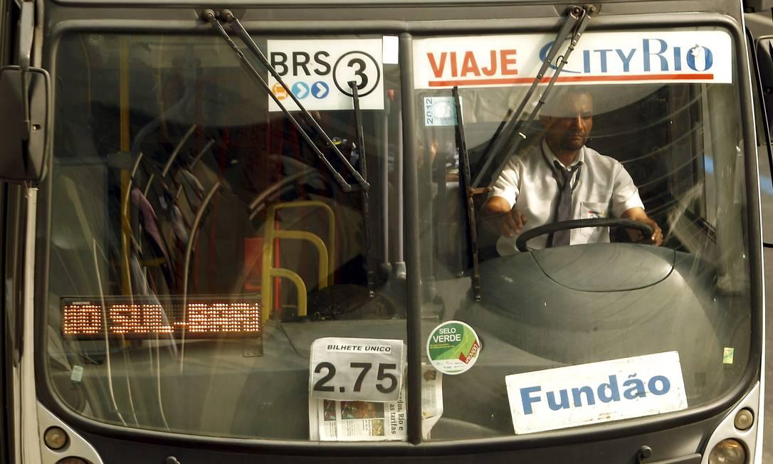 Ônibus municipais já circulam com a tarifa reduzida de R$ 2,75 no Rio Foto: Gabriel de Paiva / O Globo