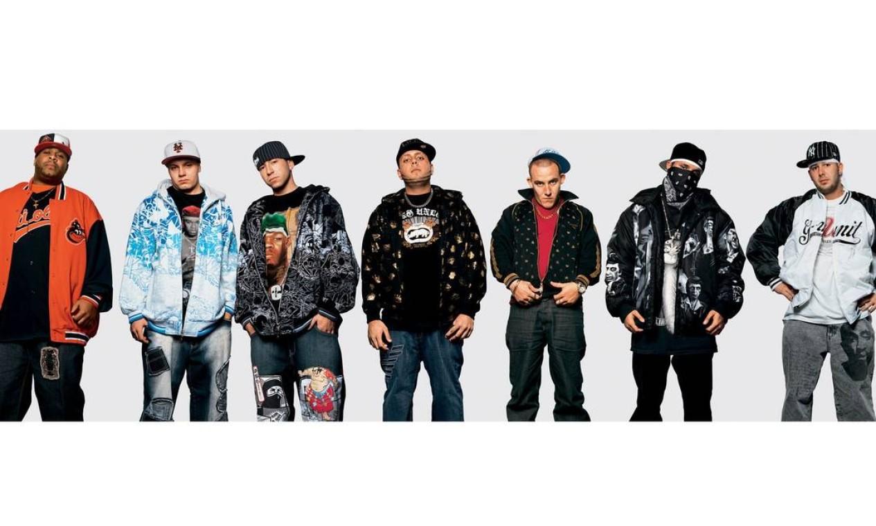 Casacos largos e bonés com grandes abas são marcas registradas dos fãs do rapper 50 Cent. As imagens foram feitas em um show em Londres, em novembro de 2007 Foto: James Mollison / Reprodução de internet
