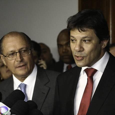Em coletiva na quarta-feira, Fernando Haddad (PT) anuncia redução na tarifa de ônibus junto com o governador Geraldo Alckmin (PSDB) Foto: divulgação