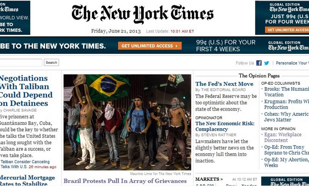 Capa do site do 'New York Times' nesta sexta-feira Foto: Internet