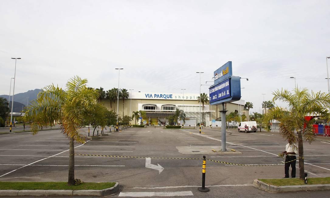 Os estacionamentos dos shoppings ficaram vazios Pablo Jacob / Agência O Globo